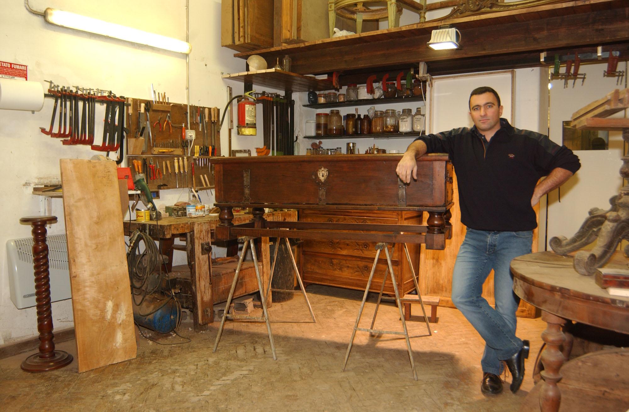 C m restauro mobili antichi - Restauro mobili impiallacciati ...